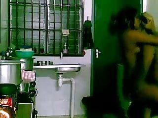 एमआईएलए सेक्सी इंग्लिश मूवी वीडियो गड़बड़ हो जाता है और उसके लड़के-खिलौने द्वारा फेशियल किया जाता है